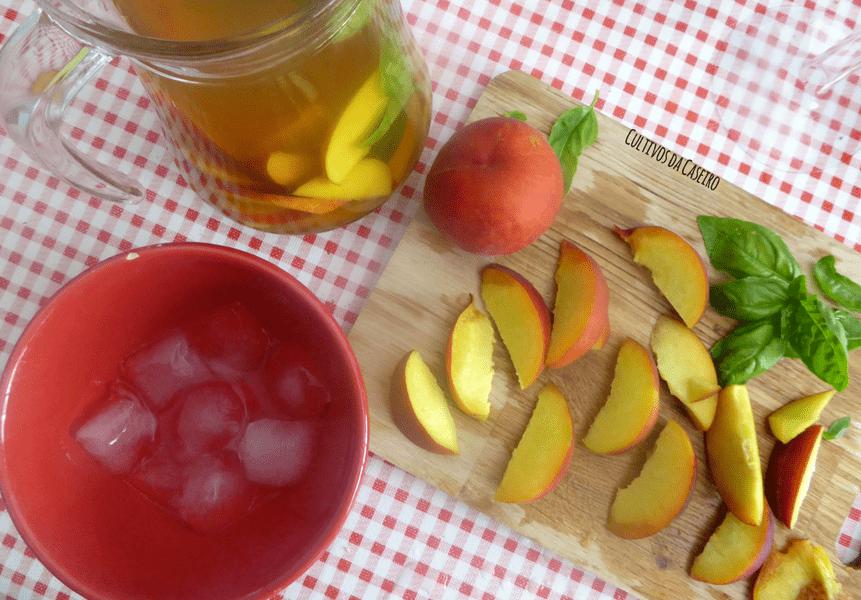 ice tea de pessego com manjericao