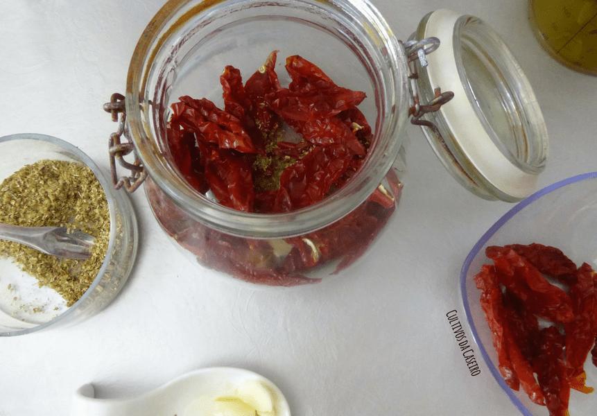 tomate-seco-em-azeite-com-orégãos-e-alho